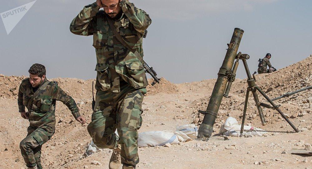 """Os sistemas antimíssil do exército sírio repeliram neste sábado (10) um novo ataque lançado por Israel no espaço aéreo sobre a parte central do país, informa a televisão estatal síria; o incidente vem horas depois de o exército de Israel anunciar um ataque aos sistemas iranianos de controle de drones após o envio de """"um veículo não tripulado ao espaço aéreo israelense"""" e um """"fogo massivo antiaéreo sírio"""" ter derrubado um caça F-16 ao norte de Israel"""