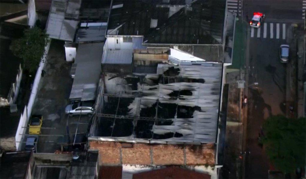 A pouco mais de um mês para o carnaval, uma das 14 escolas de samba de São Paulo, do grupo especial, a Acadêmicos do Tucuruvi, teve o seu galpão atingido por um incêndio no início da manhã de hoje (4), na rua Bartolomeu de Torales, 200, na Vila Mazzei, bairro da zona norte da capital paulista; Corpo de Bombeiros informou que, às 6h12, o fogo tinha acabado; não houve vítimas, apenas danos materiais
