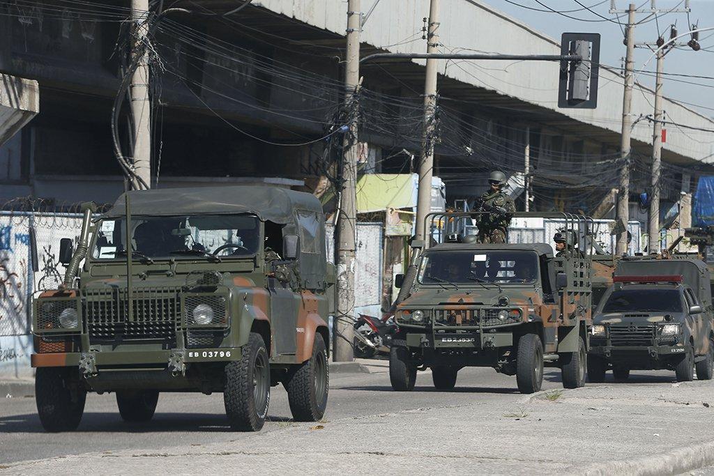 Rio de Janeiro - As Forças Armadas participam hoje (18) de uma operação conjunta com a Polícia Federal e as polícias estaduais na comunidade do Jacarezinho, na zona norte do Rio de Janeiro (Tânia Rêgo/Agência Brasil)