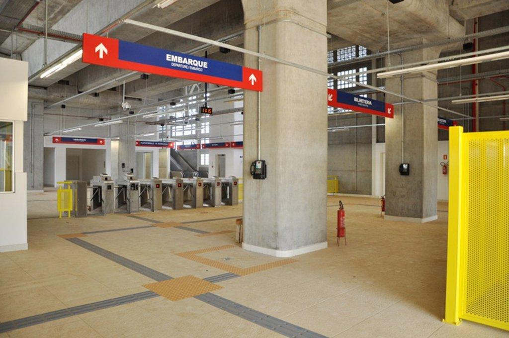 A partir do sábado (3), quem conta com o Metrô de Porto Alegre como meio de transporte deverá pagar o reajuste de 94% aprovado pelo Ministério das Cidades; desde 2008, a tarifa do Trensurb se mantinha emR$ 1,70; com o acréscimo, ela passa para R$ 3,30; em julho do ano passado, a porcentagem especulada para o aumento correspondia a 47%