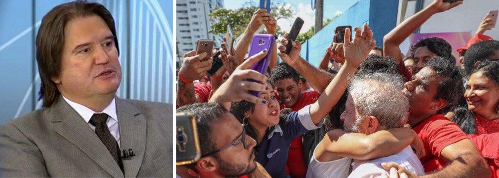 """O jurista Pedro Serrano avaliou que a condenação do ex-presidente Lula por 3 a 0 no TRF4 não traz nenhuma novidade; segundo ele, o que se pretende é destruir a imagem política de Lula e ao mesmo tempo evitar que ele seja candidato; """"É uma decisão política inaugural e instauradora de uma persecução a um líder político. Lula foi tratado como inimigo e não como alguém que errou, se considerado que ele errou. Não foi tratado como um simples cidadão"""", diz Serrano"""