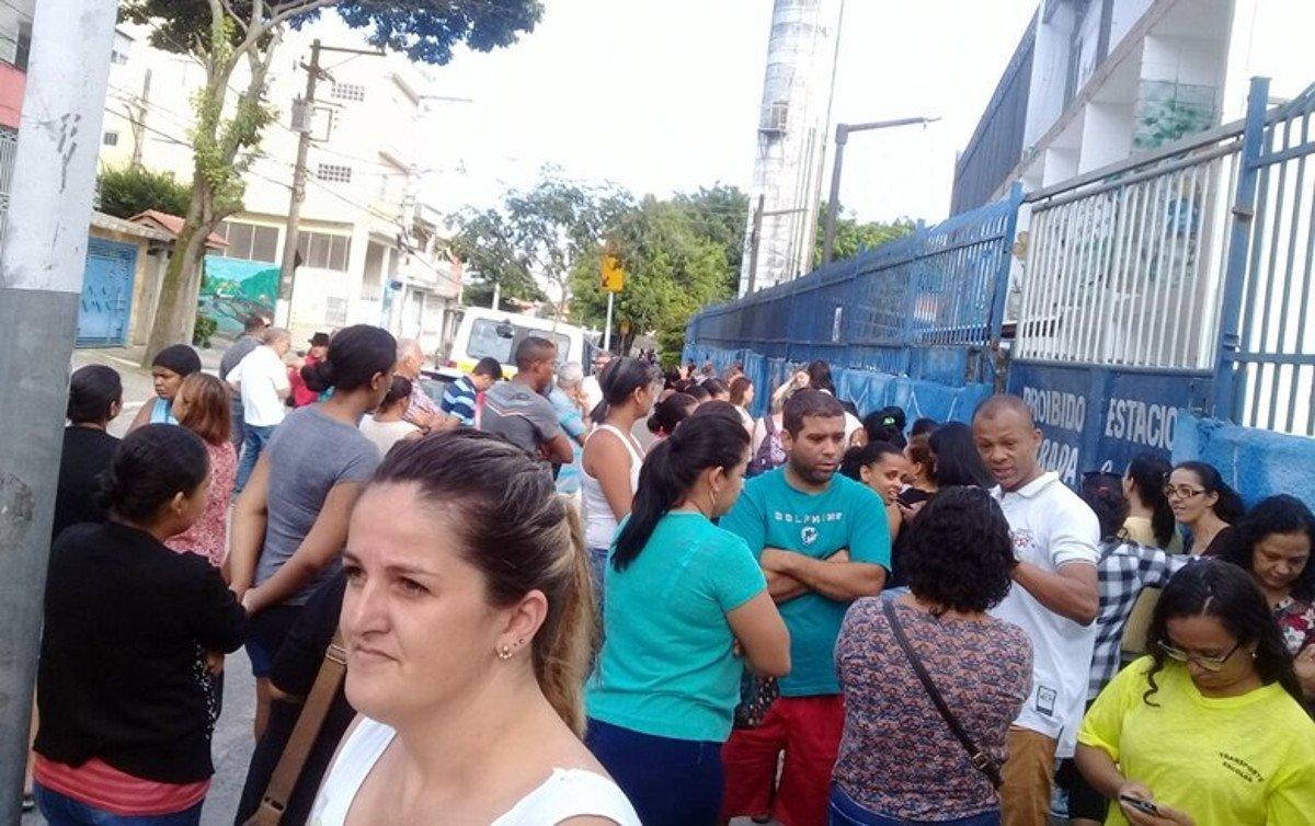 Familiares reclamam desde novembro de sofrer pressão da Prefeitura de São Paulo para trocar os filhos de escola, e assim não perder o benefício; a maior parte das crianças teve o benefício mantido, mas pelo menos duas escolas tiveram cerca de 600 alunos excluídos do programa