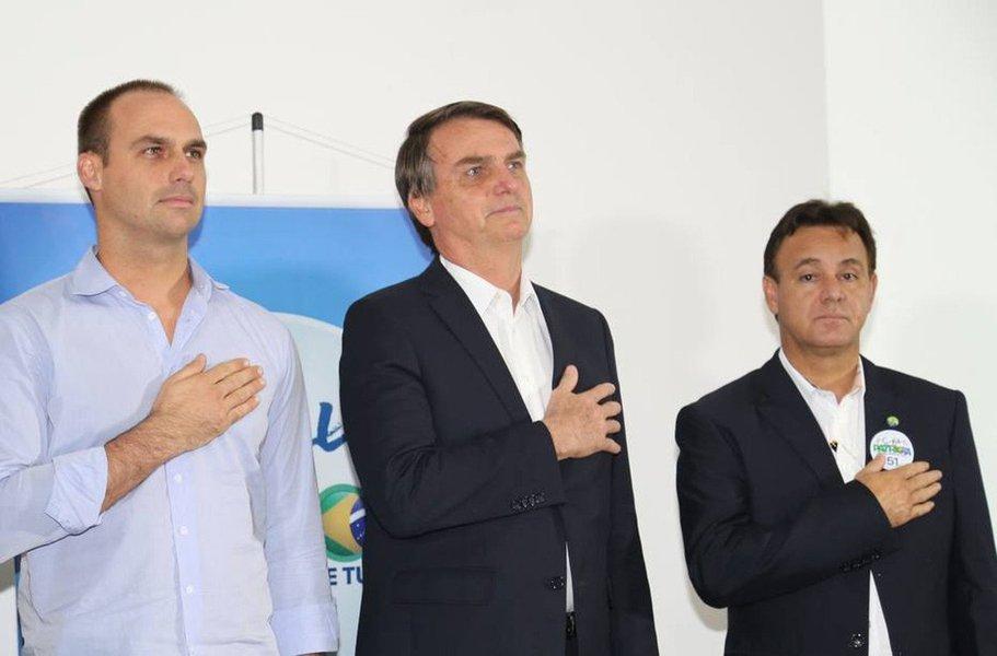 """O presidente do PEN-Patriota, Adilson Barroso, se disse """"aliviado"""" com a desistência de Jair Bolsonaro (PSC-RJ) de ser candidato por sua legenda; o PEN mudou de nome e havia dado 20 diretórios estaduais para o grupo de Bolsonaro; o deputado federal deverá ser candidato pelo PSL"""