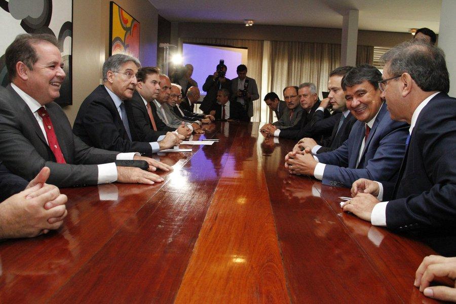 O governador do Piauí, Wellington Dias (PT), foi à Brasília para se reunir com outros cinco governadores e o presidente da Câmara dos Deputados, Rodrigo Maia (DEM-RJ); na pauta da reunião, a aprovação do projeto de securitização das dívidas ativas dos estados, reforma da previdência e a criação do fundo único de segurança pública, dentre outros temas