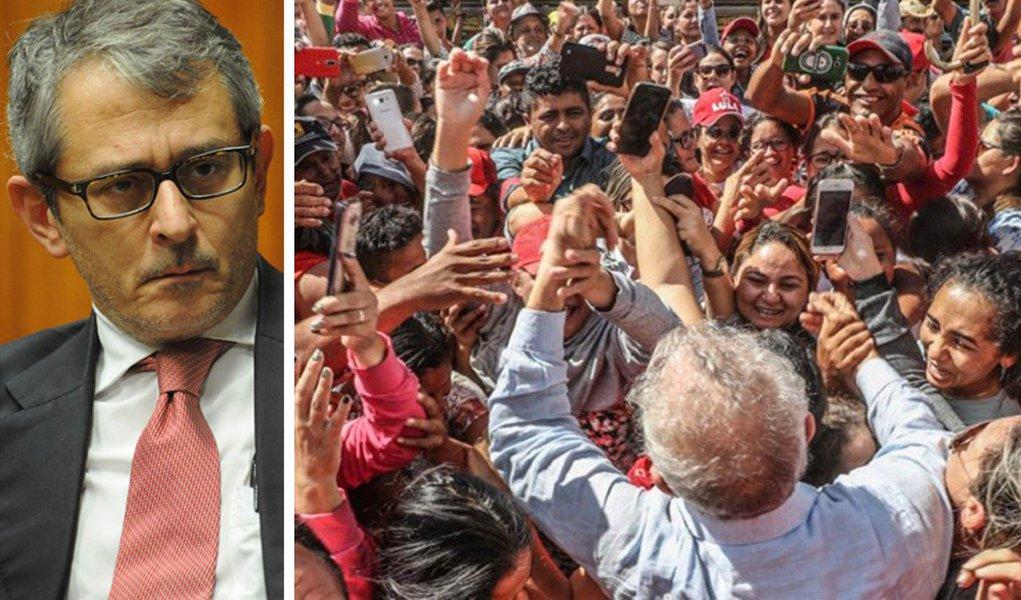 """A Folha mergulhou tão fundo no golpe de Estado de 2016, um golpe que ela não quer chamar de golpe, assim como tentou chamar a ditadura de """"ditabranda"""", que agora não sabe como sair dele. Nem consegue enxergar mais nada à sua volta"""