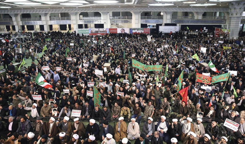 """O Ministério das Relações Exteriores da Rússia espera que os protestos no Irã não se tornem violentos e não resultem em derramamento de sangue; """"A interferência externa [nos assuntos internos do Irã] que pode desestabilizar a situação é inaceitável"""", diz o comunicado."""