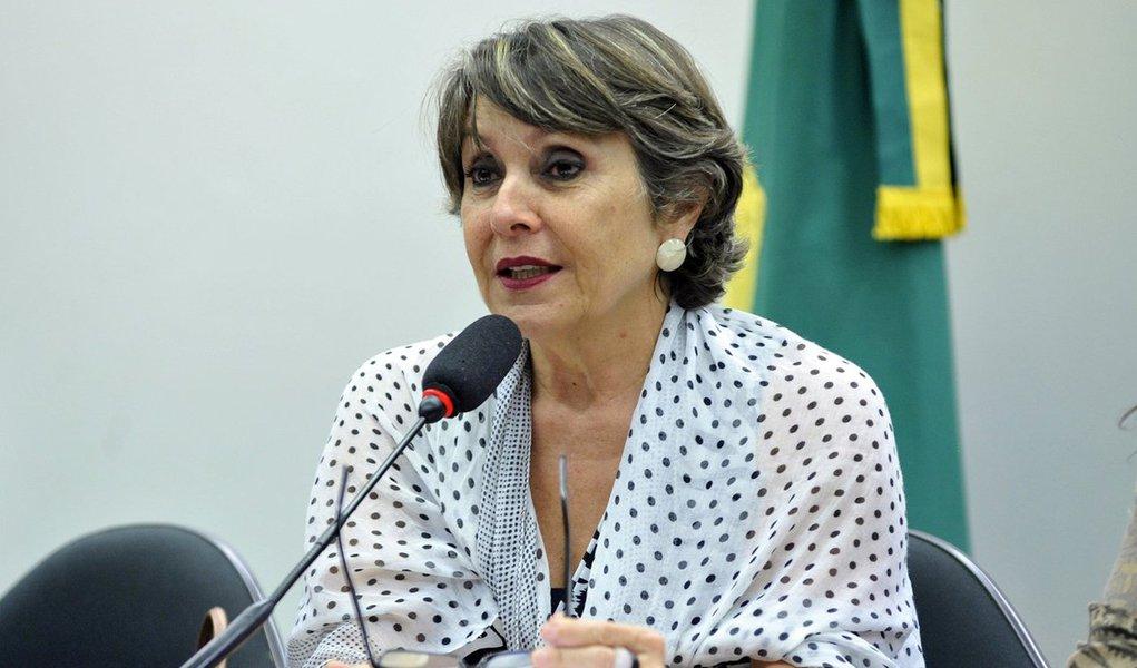 """Presidente do PT do Distrito Federal, a deputada federal Erika Kokay usou a sua conta no Twitter para homenagear os 38 anos de nascimento do partido; segundo ela, a sigla é fruto de um sonho de uma geração corajosa que enfrentou a ditadura por justiça e democracia; """"Tem 38 anos que tentam nos enterrar, mas esquecem que somos sementes de esperança e resistência. Viva Lula, viva a luta do PT!"""", publicou a parlamentar"""