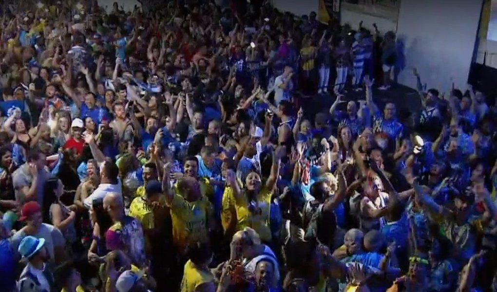 A escola de samba Unidos do Tatuapé é bicampeã do Carnaval paulistano; o título só foi garantido na última nota do último quesito; a Tatuapé contou a história e as belezas do folclore e da cultura do Maranhão; a vice-campeã foi a Mocidade Alegre, que obteve os mesmos 270 pontos da campeã, mas ficou com o segundo lugar por conta dos critérios de desempate; Mancha Verde, Tom Maior e Dragões da Real completam as cinco primeiras e participarão do desfile das campeãs