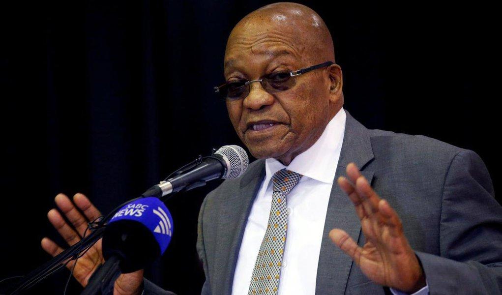 O partido governista da África do Sul decidiu nesta terça-feira destituir Jacob Zuma como chefe de Estado, disseram duas fontes, após negociações sobre o destino de um líder que dividiu o país após anos no poder marcados por escândalos; a decisão da executiva nacional do Congresso Nacional Africano (CNA) aconteceu após 13 horas de deliberações tensas e uma breve discussão cara a cara entre Zuma e seu provável sucessor, o vice-presidente Cyril Ramaphosa