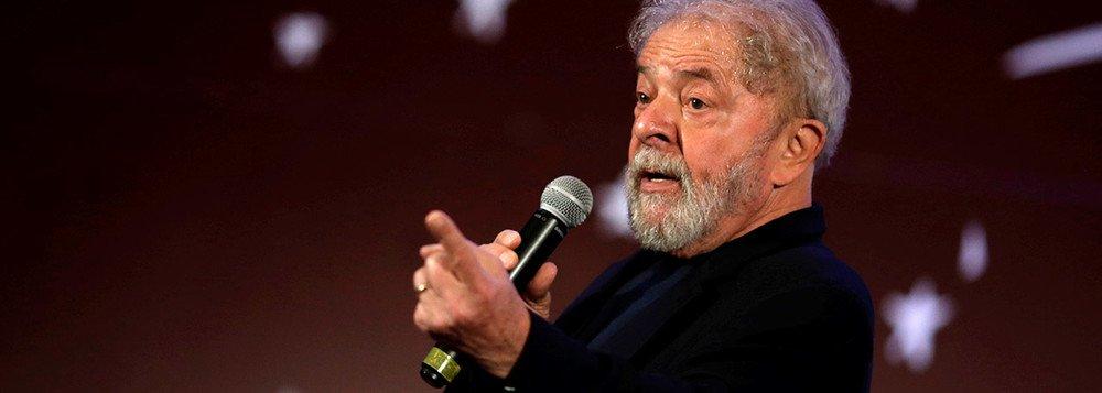 Inventaram qualquer coisa contra os advogados de Lula para investigá-los por advogarem para a Fecomércio do Rio de Janeiro.A acusação: foram os advogados que mais prestaram serviço a uma instituição que, ao que se sabe, nunca esteve na ilegalidade e, portanto, tem direito de contratar advogados
