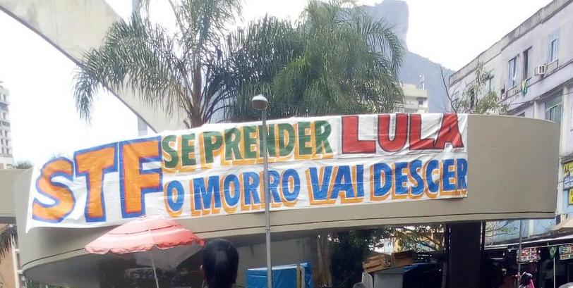 A faixa afixada na entrada da favela da Rocinha, avisando ao STF que, caso Lula seja preso, o morro vai descer, com certeza tirou o sono de Temer e do judiciário, que fingiram ignorar o fato, para não dar crédito a mobilização. Mas, a resposta veio a cavalo