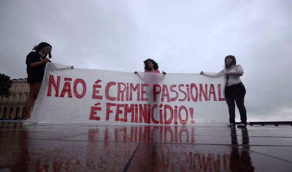 Em 2017, o estado do Rio de Janeiro registrou aumento no número de feminicídios, que é o assassinato de mulheres por motivo de gênero, derivado geralmente do ódio, desprezo ou sentimento de propriedade sobre elas; no ano passado, foram 88 casos e em 2016 foram 54 registros, o que representa aumento de 62%; os dados foram divulgados pelo Tribunal de Justiça do Estado do Rio de Janeiro (TJRJ) e correspondem aos casos que viraram processos judiciais