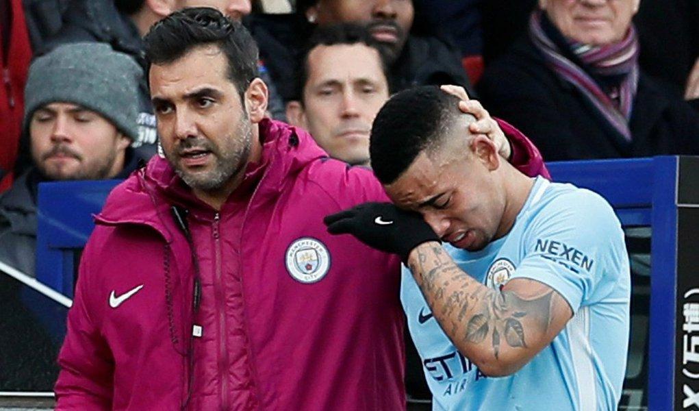 Atacante brasileiro do Manchester City,que sofreu uma lesão no pé em fevereiro que lhe deixou fora dos campos por diversos meses na temporada passada, estava claramente abalado quando saiu de campo com uma lesão na perna para ser substituído por Sergio Aguero,após 22 minutos na partida do Campeonato Inglês