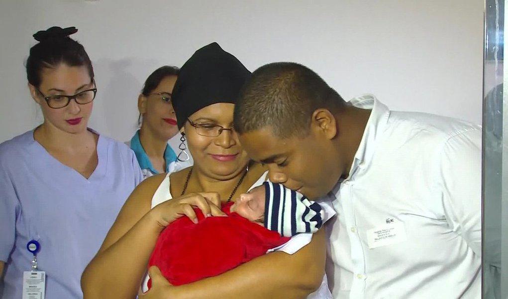 A estudante universitária Larisse Isídio da Silva, de 21 anos, baleada durante um assalto na praia da Reserva, Recreio dos Bandeirantes, na zona oeste do Rio; na ocasião, um PM de folga foi assaltado por uma dupla, na areia da praia; no outro caso, na Baixada Fluminense (RJ), o recém nascido Antônio, ficou internado há 23 dias após a mãe Michelle Ramos Nascimento, 33 anos, ter sido submetida a uma cesariana de emergência depois de ser atingida na cabeça em uma tentativa de assalto