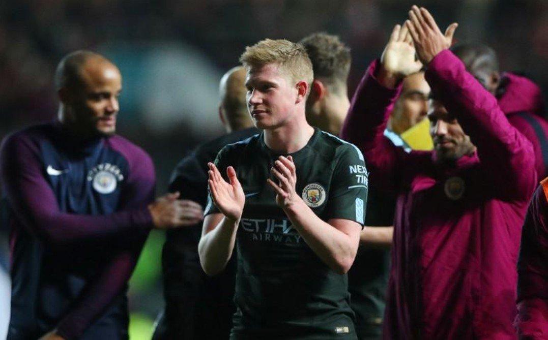 O Manchester City alcançou a final da Copa da Liga, destruindo as esperanças do Bristol City, da segunda divisão, quando o líder do Campeonato Inglês venceu por 3 x 2, após fazer 2 x 1 no jogo de ida; o City parecia se encaminhar para uma vitória tranquila ao abrir 2 x 0 com gols de Leroy Sane e Sergio Aguero, mas o rival então se recuperou
