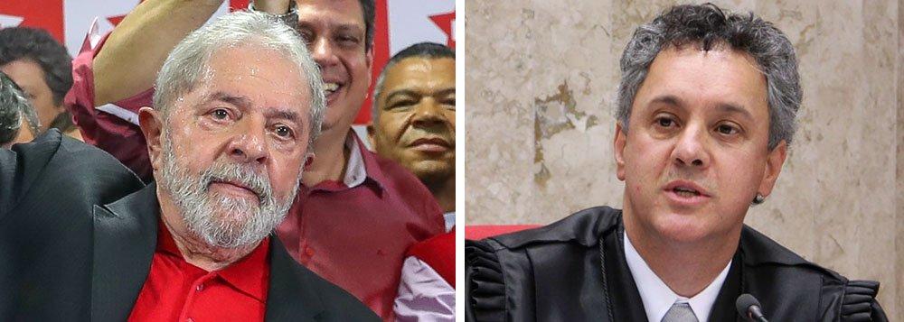 Desembargador do TRF-4 João Pedro Gebran Neto negou pedido feito pela defesa do ex-presidente Luiz Inácio Lula da Silva para que ele seja ouvido novamente antes do julgamento do recursos sobre o caso do tríplex do Guarujá, no próximo dia 24; Gebran Neto é um dos três desembargadores da Oitava Turma do TRF-4 que irão julgar o recurso impetrado pela defesa do ex-presidente