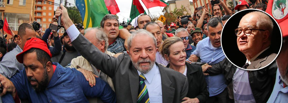 """Apesar das manobras judiciais para tirar Lula das eleições de 2018 no tapetão, a foto e o nome do ex-presidente estarão nas urnas de todo o Brasil no próximo pleito, diz o jornalista Elio Gaspari; """"Quem conhece o assunto assegura que, pelo andar da carruagem, a fotografia de Lula estará na urna eletrônica em outubro. Isso poderá acontecer mesmo tomando-se o mais duro dos resultados [no TRF-4], 3 a 0 pela condenação, acompanhando-se o voto do relator. Os recursos aos tribunais de Brasília postergarão o fim do processo, e Lula poderá receber votos, mesmo tendo sido condenado na segunda instância. Esse não é um palpite, é o frio diagnóstico de pessoa capacitada a fazê-lo"""", crava"""
