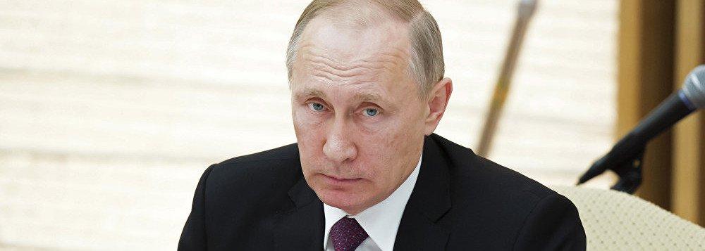 """O presidente russo, Vladimir Putin, diz que o comunista é muito parecido com o cristianismo, """"de fato— a liberdade, a igualdade, a fraternidade, a justiça— tudo isso está enraizado no Livro Sagrado. É sublimação, é simplesmente uma interpretação simplificada da Bíblia, [os comunistas] não inventaram nada de novo""""; Putin comparou a atitude dos comunistas para com Lenin com ashonras prestadas pelos cristãos às relíquias dos santos; """"Olhem, Lenin foi colocado no mausoléu. De que forma isto é diferente das relíquias dos santos para os cristãos ortodoxos, e cristãos em geral?"""""""