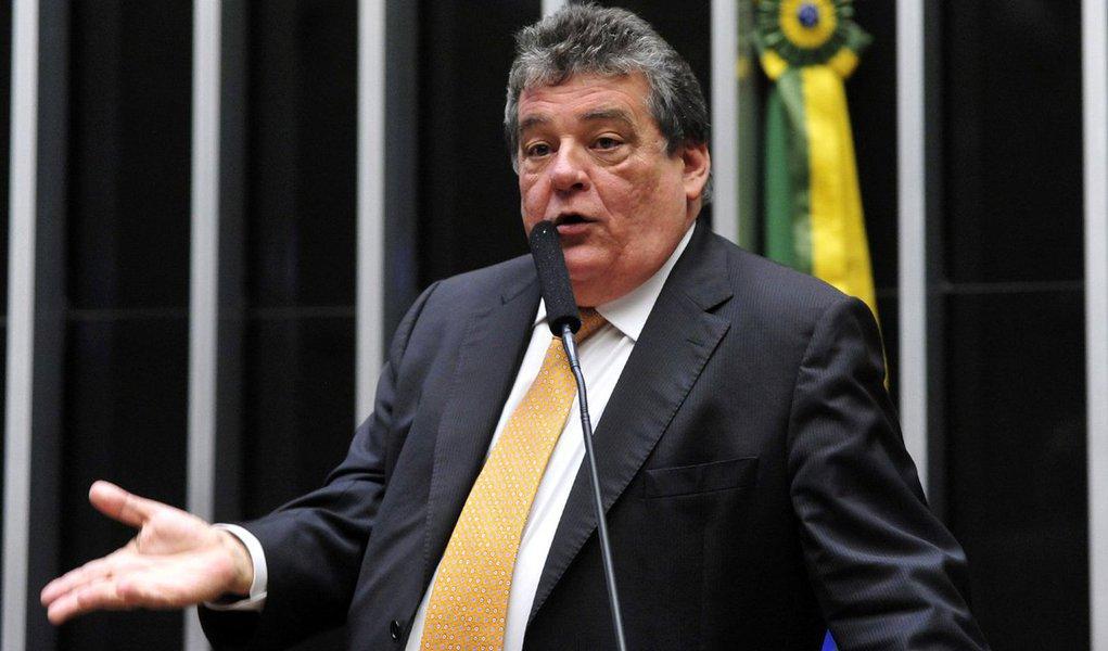 """Pré-candidato ao Senado, o deputado federal Sílvio Costa (Avante-PE) defendeu criticou a condenação do ex-presidente Lula pelo TRF4, com sede em Porto Alegre, no processo envolvendo o triplex no Guaruja; o parlamentar afirmou que o petista foi condenado """"sem ter sido apresentado uma prova de sua culpa""""; o congressista considerou que os três desembargadores julgaram e condenaram o ex-presidente com base em """"ilações""""; """"Não há prova de que o triplex é de Lula"""""""