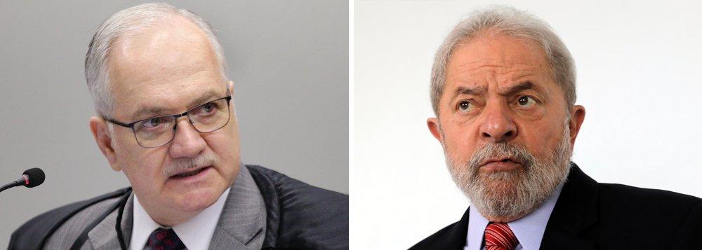 Os advogados de Lula saíram de mãos abanando do encontro em que foram saber do ministro Edson Fachin notícias a respeito do habeas corpus preventivo de Lula encaminhado na sexta-feira passada. A decisão deveria ter sido tomada em 24 horas, mas o ministro protela sua posição. Só entra com habeas-corpus quem tem urgência. Não sei o que ele está esperando, pois a liberdade de Lula está em suas mãos e a prisão de Lula pode aprofundar ainda mais a crise brasileira