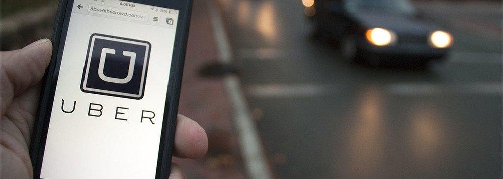 Foi publicado no Diário Oficial do Município (DOM) de Belo Horizonte a regulamentação do uso de aplicativos de transporte individual de passageiros; agora, para ser contemplado pela proposta, o motorista da Uber e Cabify, por exemplo, se tornará um Operador de Transporte Individual Remunerado (OTIR), que precisará ser autorizado pela BHTrans; de acordo com a proposta, BHTrans definirá o preço público, ou seja, o valor da taxa que vai ser cobrado às empresas prestadoras do serviço, o que pode aumentar o preço das corridas