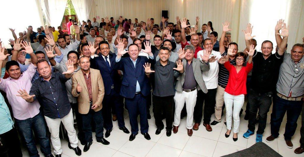 Cerca de 27 dos atuais 30 prefeitos do PSDB no Maranhão ratificaram a posição de deixar a legenda e se filiar ao PRB, partido do vice-governador Carlos Brandão; se a mudança se confirmar, será um grande passo para fortalecer as chances de reeleição do governador Flávio Dino (PCdoB)