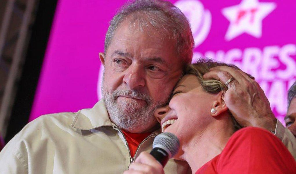 """A presidente do PT afirmou que os pilares da proposta de Lula serão geração de empregos e renda, e um impulso na disponibilidade de crédito e no aumento do consumo interno; """"Vamos deixar claro: Não é uma carta dirigida ao mercado, como em 2002. É dirigida ao país, ao povo. Vamos falar de como faremos para que o Brasil se desenvolva e retome seu crescimento"""", reiterou Gleisi Hoffmann;""""Omercado já sabe que Lula tem responsabilidade política, fiscal e social"""""""