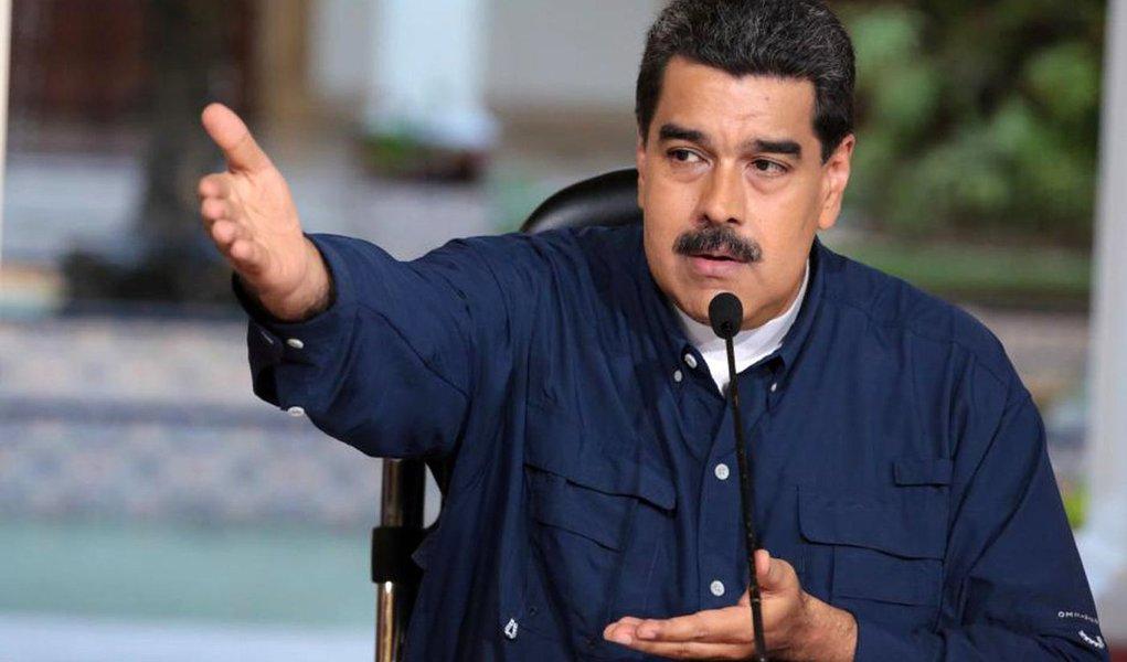 Governos da União Europeia estão prontos para aprovar a imposição de sanções contra sete autoridades venezuelanas próximas ao governo do presidente Nicolás Maduro na quinta-feira, na resposta mais firme do bloco até agora à crise política no país sul-americano; sanções provavelmente serão adotadas e impostas na próxima semana