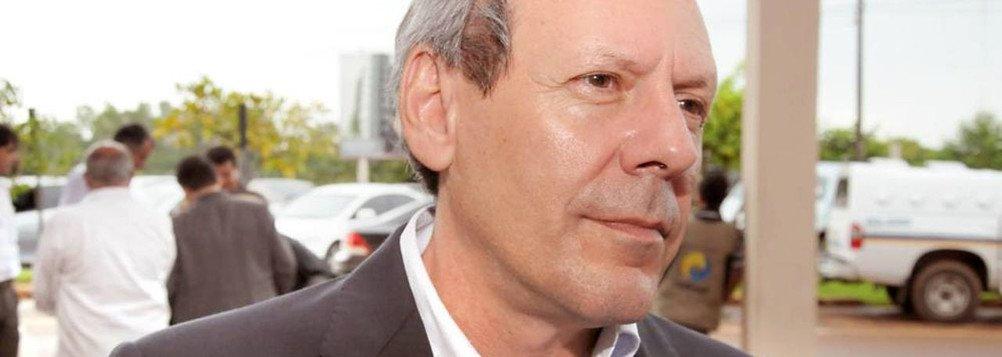 """O pré-candidato a governador e prefeito de Araguaína licenciado, Ronaldo Dimas (PR),disse haver """"falta de controle e de gerenciamento"""" do Estado; o republicano defendeu que é preciso uma mudança no Estado """"para que ele saia dessa situação atual""""; """"Uma coisa é certa: é dar um basta naquilo que não está servindo para nada. Há uma falta de controle, de gerenciamento e é uma realidade que mostra as dificuldades de que o Estado vem passando"""", disse"""