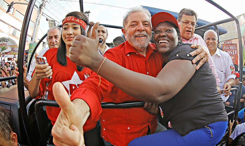 Imbatível, segundo pesquisas eleitorais, Lula representa repúdio ao golpe e às decisões que vieram no seu bojo: destruição da economia por meio de congelamento de gastos públicos, por vinte anos, em nome de ajuste fiscal neoliberal, cujas consequências são recessão, desemprego e paralisia econômica