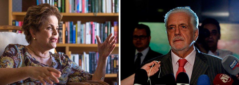 """Em sequência de posts no Twitter, a presidente deposta Dilma Rousseff criticou o """"aspecto político"""" da operação de busca e apreensão realizada pela Polícia Federal na casa do ex-governador da Bahia Jaques Wagner; """"Os objetivos midiáticos evidentes da operação de ontem mostram que a intenção não é a apuração dos fatos, mas a criação de factoides para atacar a reputação do ex-ministro e ex-governador Jaques Wagner"""", disse Dilma"""