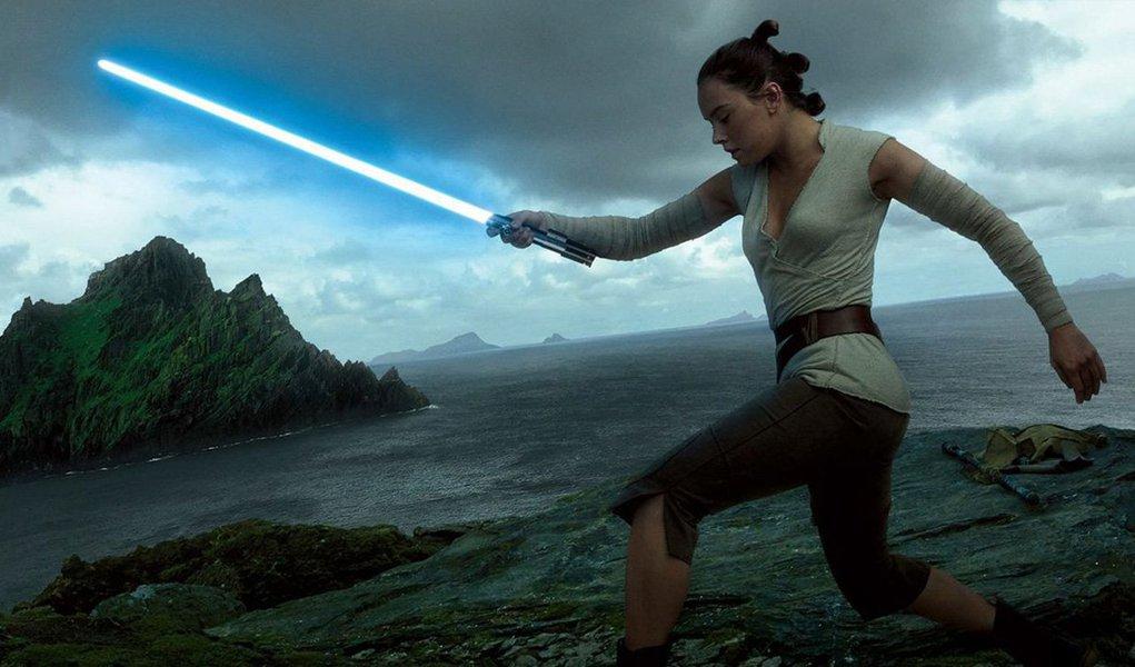 """Disney anunciou nesta terça-feira outra sequência de filmes da franquia """"Star Wars"""", desta vez dos criadores da série de sucesso da HBO """"Game of Thrones""""; Walt Disney Co informou em comunicado que David Benioff e D.B. Weiss irão escrever e produzir a nova sequência, que será separada tanto da saga Skywalker quanto da recém-anunciada trilogia sendo desenvolvida pelo diretor Rian Johnson; anúncio fez as ações da Disney subirem 1%"""