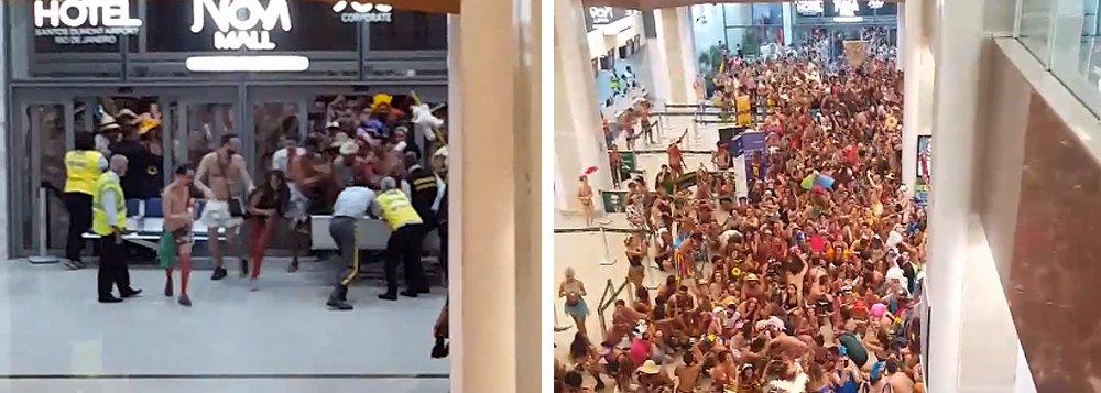 Vídeo que circula nas redes sociais mostra um enorme grupo de foliões entrando no Aeroporto Santos Dumont, no Rio, aos gritos de Fora Temer e com protestos contra o prefeito, Marcelo Crivella