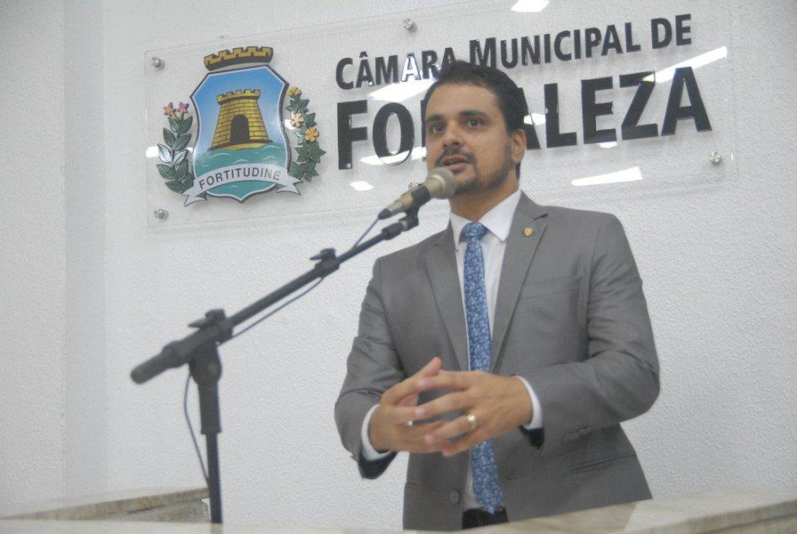 O vereador Gardel Rolim (PPL) informou nesta segunda-feira (15) que seu partido irá apoiar a reeleição de Camilo Santana (PT) ao governo do Estado. O parlamentar avaliou que Camilo ainda tem muito a fazer para melhor a situação do Estado em setores como Segurança Pública