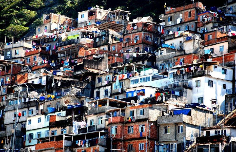 O morador da favela não quer apenas inclusão social, mas também segurança pública tanto quanto o morador do asfalto. Ele exige ser tratado como o cidadão do asfalto, com todos os direitos civis e humanos garantidos pela Constituição de 1988