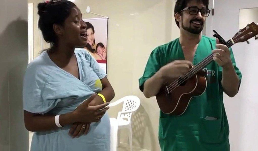 O Centro de Parto Normal (CPN)do Hospital Regional Tibério Nunes, em Floriano, Piauí, também vem adotando o uso da dança e da música no nascimento de crianças de parto normal; a dança, além de melhorar as condições físicas da mulher, ajuda no encaixe do bebê, melhora as dilatações, o que facilita a expulsão, sem a necessidade de medicamentos; o CPN foi aberto em julho de 2017 e até agora foram feitos 320 partos de forma humanizada e acompanhada por multiprofissionais, especialmente enfermeiros obstetras e fisioterapeutas
