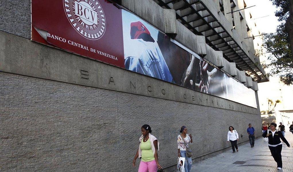 Ministério da Fazenda informou que o Banco Central da Venezuela (BCV) pagou ao Brasil o saldo devedor referente ao segundo quadrimestre de 2017, no âmbito do Convênio de Pagamentos e Créditos Recíprocos (CCR); dívida, de US$ 262,5 milhões, estava vencida desde setembro de 2017; valor é referente a débitos da Venezuela com empresas brasileiras, garantidos pelo Tesouro Nacional e já pagos às empresas