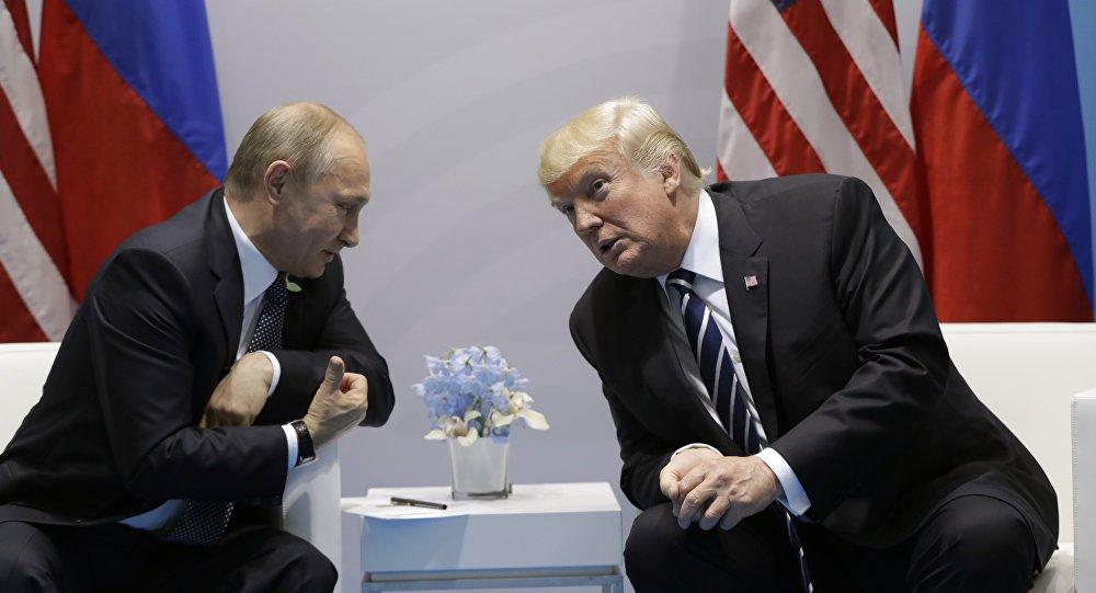 """Presidente da Rússia, defendeu um diálogo construtivo com os Estados Unidos em uma mensagem de fim de ano ao presidente americano, Donald Trump; """"Na atual e complexa conjuntura internacional, o diálogo construtivo entre Rússia e Estados Unidos é especialmente necessário a fim de fortalecer a estabilidade estratégica no mundo e encontrar respostas ótimas às ameaças e desafios globais"""", afirmou Putin em um telegrama a Trump divulgado neste sábado (30) pelo Kremlin, em Moscou"""