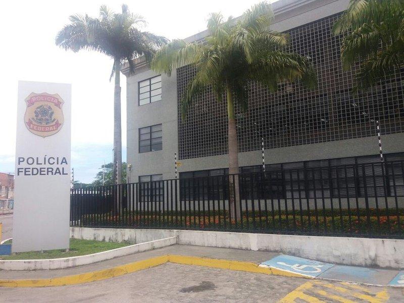 O Sindicatodos Policiais Federais no Estado de Alagoas(Sinpofal) considera um retrocesso a minuta de Medida Provisória (MP) que pretende criar cargos de nível médio na carreira federal proposta pela Direção Geral da PF; categoria também é contrária a reforma da previdência