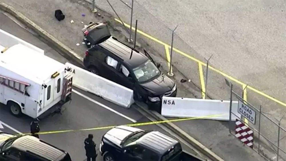 Um tiroteio fora da sede da Agência Nacional de Segurança dos EUA em Fort Meade, Maryland, fere três pessoas; suspeito está sob custódia; informações do canal de televisão ABC News, dão conta de que pelo menos três pessoas estão feridas e que a investigação sobre o ataque ainda está em andamento