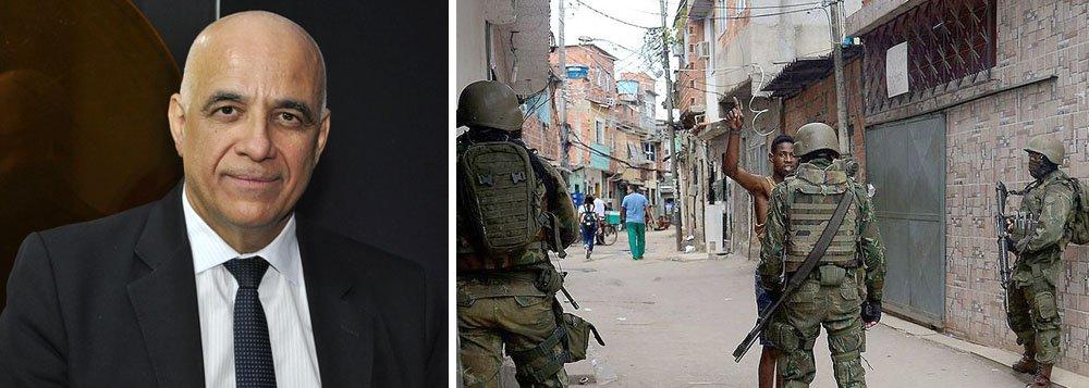 """O sociólogo Jessé Souza, autor do best-seller """"A elite do atraso"""", avalia que a intervenção militar no Rio de Janeiro é uma aula de sociologia a céu aberto, com moradores das favelas sendo fichados por soldados, que também vêm das periferias; segundo ele, o """"ódio ao pobre é a versão moderna do ódio ao escravo"""", que foi a marca do Brasil colônia; segundo ele, """"oPT não saiu e não está sendo perseguido por conta de corrupção, mas por ter destinado mais recursos aos pobres""""; confira"""