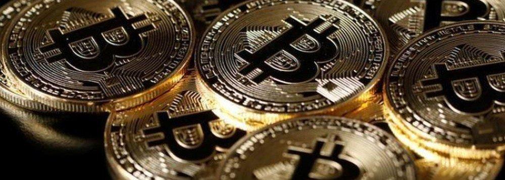"""Até que ponto a desvalorização, crises e bolhas relacionadas a moedas virtuais, as chamadas criptomoedas, podem ser sintomas de graves ameaças à """"economia real"""" ou ao sistema financeiro global? Um eventual estouro da chamada """"bolha"""" do bitcoin pode ter efeitos similares aos que foram gerados pela crise dos suprime em 2008? ; segundo economistas, ainda é difícil saber qual a extensão e a abrangência do fenômeno bitcoin e qual o perfil das pessoas concretamente envolvidas com ele, mas as criptomoedas não ameaçam o sistema financeiro estruturalmente"""