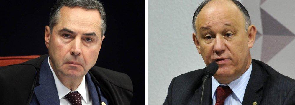 """O deputado Pepe Vargas (PT-RS) ironizou a decisão do ministro Luis Roberto Barroso, que mandou o diretor da Polícia Federal, Fernando Segóvia; """"O ministro Barroso do STF intimou o diretor da PF por ter antecipado resultado de investigação em curso. E o Moro e o presidente do TRF4 não deram entrevistas antecipando a condenação do Lula? O que fez o STF ou o CNJ frente a esta grave violação do devido processo legal?"""", questionou Vargas em sua página no Twitter"""