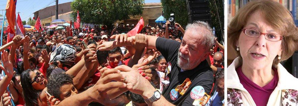 """Para a socióloga e cientista política Maria Victória Benevides; o """"julgamento do ex-presidente Lula é a prova eloquente da falência do Poder Judiciário no Brasil, dominado por uma ideia de Justiça que nada tem a ver com o Estado Democrático de Direito, que é anti-povo"""";segundo ela,a principal consequência de todo esse processo é que ele """"divide o País, esgarça o tecido social e é fatal para a democracia""""; """"Para nós, que estamos lutando contra esse julgamento, a grande preocupação é a democracia e a renovação do Estado Democrático de Direito e não do Estado de Exceção"""", completou"""
