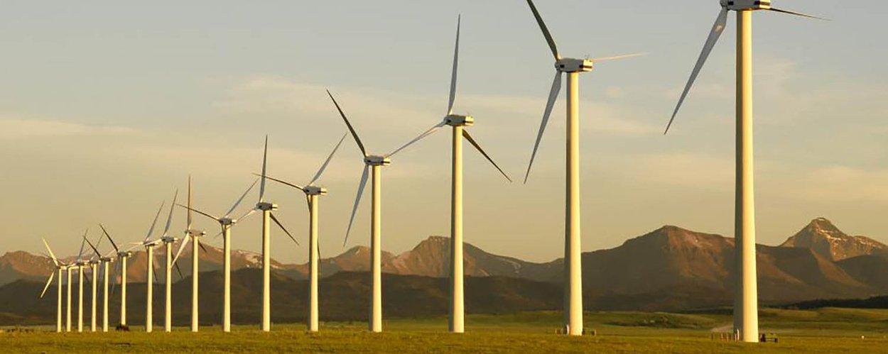 Brasil ultrapassou o Canadá para se tornar em 2017 o oitavo país do mundo com maior capacidade instalada em usinas eólicas, com cerca de 12,8 gigawatts; em 2018, a Agência Nacional de Energia Elétrica (Aneel) vê 1,6 gigawatts em novas eólicas com alta probabilidade de entrar em operação no Brasil, além de outros 226 megawatts vistos como com média viabilidade de implantação ainda neste ano