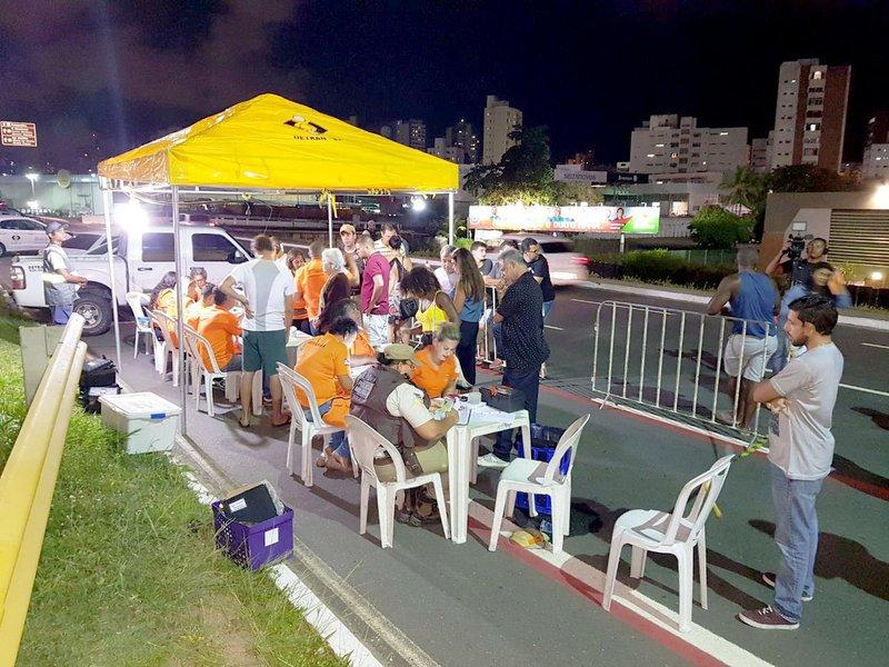 Na mobilização nacional das Operações Lei Seca, realizada entre sábado (13) e domingo (14), na Bahia, 1,8 mil condutores foram abordados e 1,1 mil fizeram o teste do bafômetro, com o registro de 76 motoristas dirigindo embriagados; a ação foi promovida pelo Departamento Estadual de Trânsito (Detran), em conjunto com a Polícia Militar (PM) e a Polícia Rodoviária Federal (PRF)