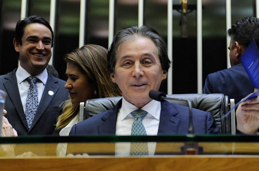 """Na abertura dos trabalhos legislativos em 2018, na noite de ontem (5), o presidente do Congresso Nacional, Eunício Oliveira, defendeu uma """"reforma na segurança pública do Brasil"""", com a criação de um sistema conjunto nas três esferas federativas. O senador enumerou uma série de prioridades para este ano, entre elas a atualização do código penal, a proibição do contingenciamento de recursos destinados à segurança pública e a obrigatoriedade de instalação de bloqueadores de celulares em presídios"""