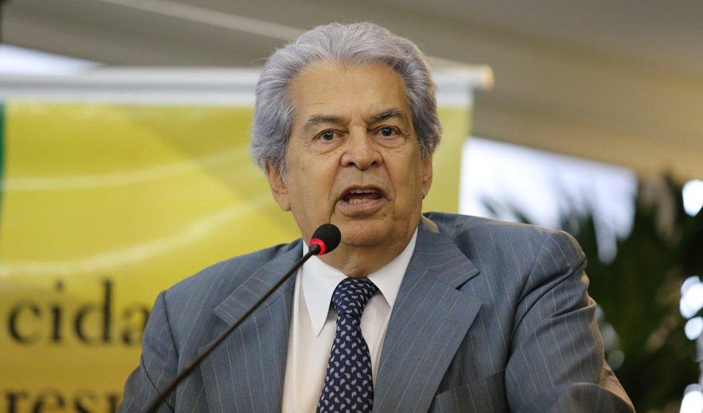 """Na avaliação do jurista,o juiz Sergio Moro é """"um homem muito pouco habilitado para exercer a função de magistrado""""; Moro, para ele, tem comportamento de um """"acusador"""", """"não de magistrado"""", função que exige """"muito equilíbrio e serenidade""""; """"É óbvia a perseguição ao Lula. Mas como a imprensa não gosta de dizer as coisas com equilíbrio, ela, pelo contrário, pretende crucificar o Lula"""", diz ainda; assista ao vídeo"""
