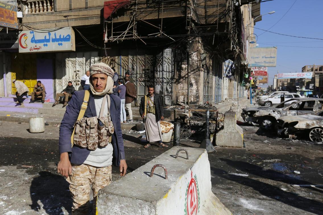 Os apoiantes de separação, tanto do norte dominado pelos rebeldes do movimento houthi, como do governo, capturaram um edifício do governo na cidade portuária de Áden, informou a agência AFP, citando as forças de segurança do país; Conselho de Transição do Sul, que apoia a ideia de separação do norte do Iêmen, dominado pelos houthis, exige que o presidente iemenita, Abdrabu Mansur Hadi demita seu governo