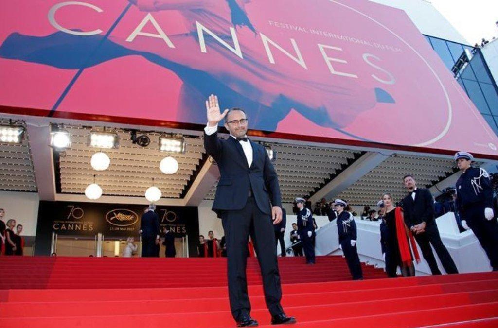Todo ano a cidade de Cannes, na Riviera Francesa, estende o tapete vermelho para celebridades de primeiro escalão durante o festival de cinema mais glamoroso do mundo, mas neste ano ela quer exibir outro tipo de local de exibição; o resort mediterrâneo está importando 80 mil metros cúbicos de areia branca – o suficiente para encher 32 piscinas olímpicas – para ampliar a praia que se estende por 1,4 quilômetro ao longo da famosa avenida La Croisette